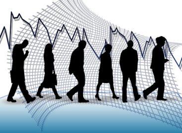 Tasa de desempleo subió levemente a 7,7%