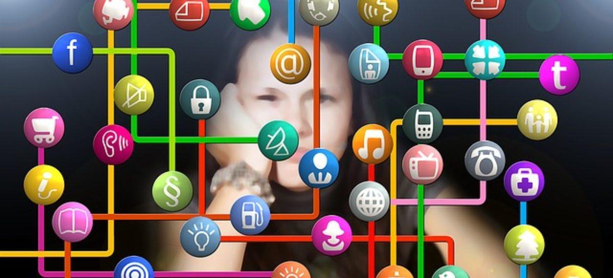 Empresas observan el comportamiento de sus trabajadores a través de redes sociales