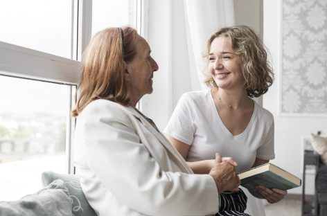 73% se incrementó contratación de cuidadores de ancianos y niños en España